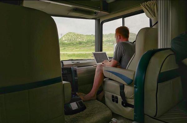 Modern Nomad Instagrammer