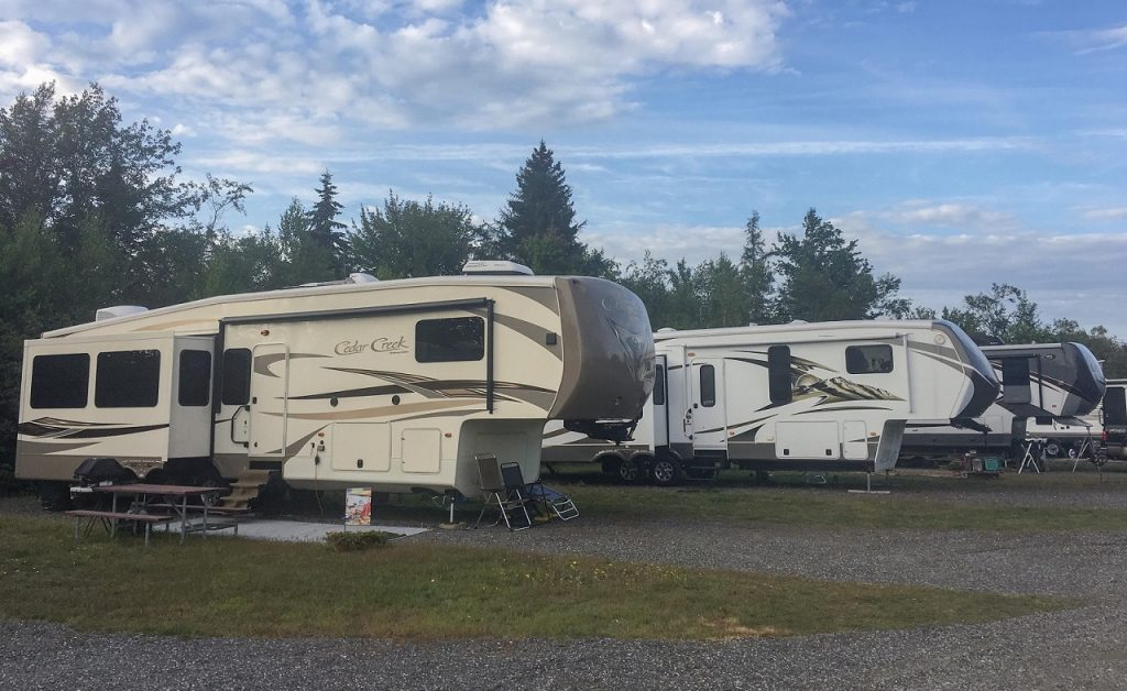 What You Need to Know BEFORE Purchasing a Fifth Wheel