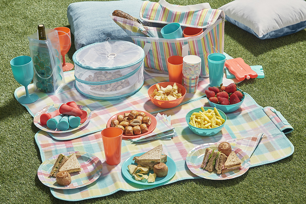 A picnic is a wonderful Valentine's Day idea