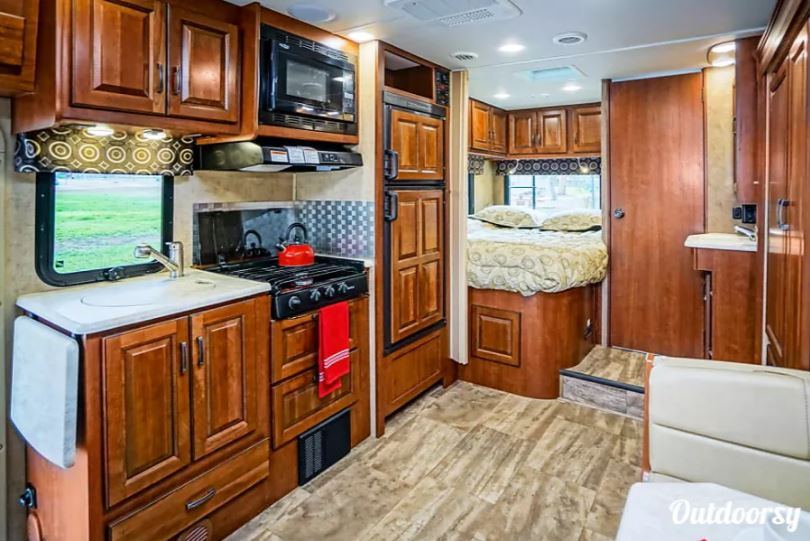 Featured Outdoorsy RV Sprinter Class C Motorhome Interior |